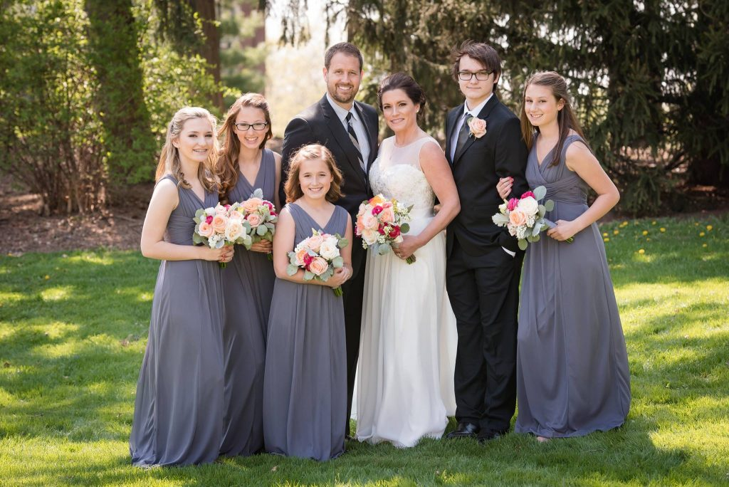 wedding picture with 5 kids